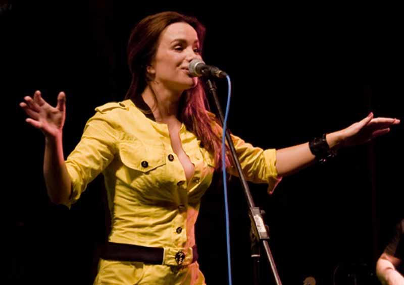 Severina Vučković, hrvatska pjevačica na Karlovačkim danima piva 2008. - by Dalibor Bosits • CC BY-SA 3.0