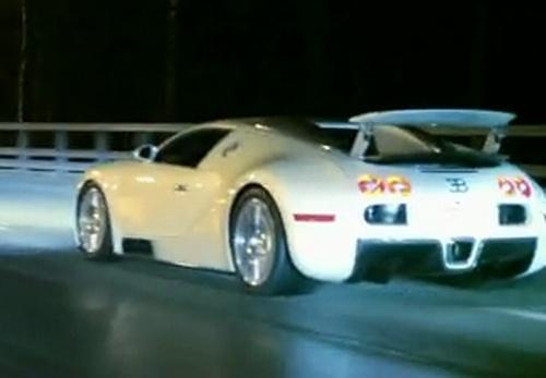 Moskva: Bugatti Veyron vs Nissan GT-R