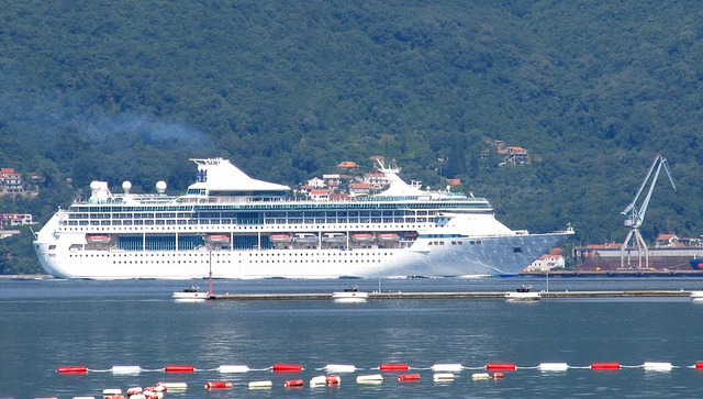 """Freedom of the Seas"" i najveći brod u Boki"