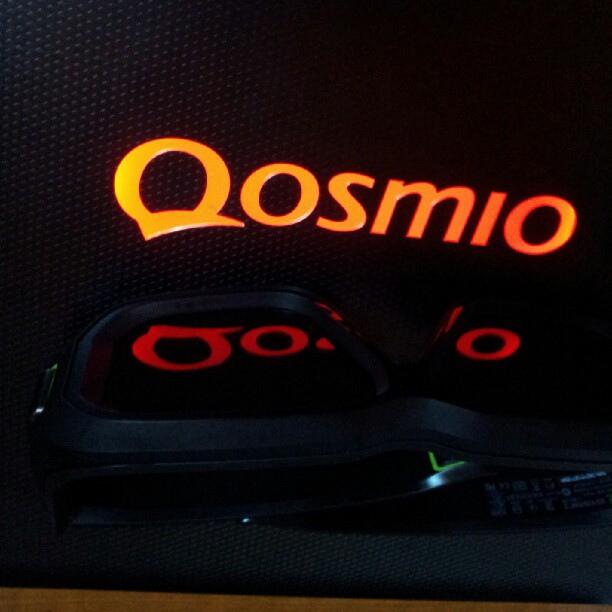 Toshiba Qosmio X870 sa NVIDIA 3D VISION 2 naočarima