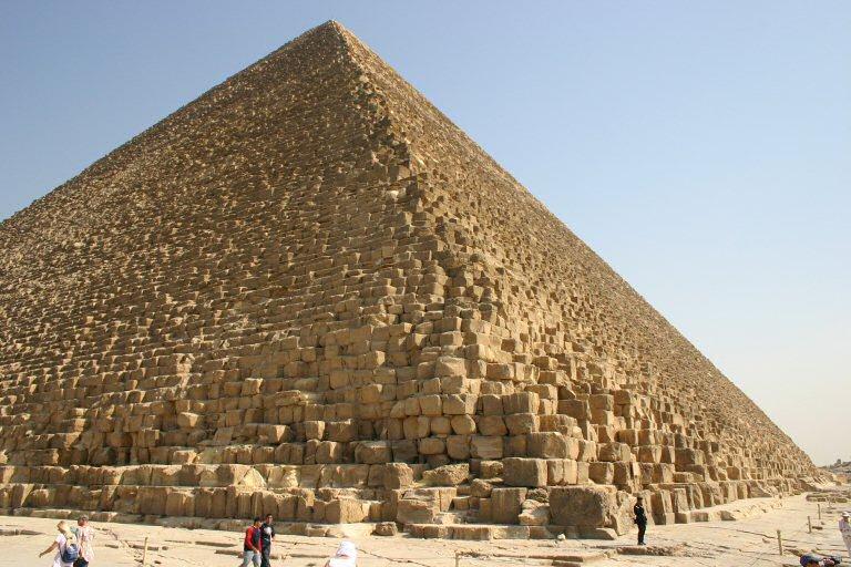 Velike piramide izbliza